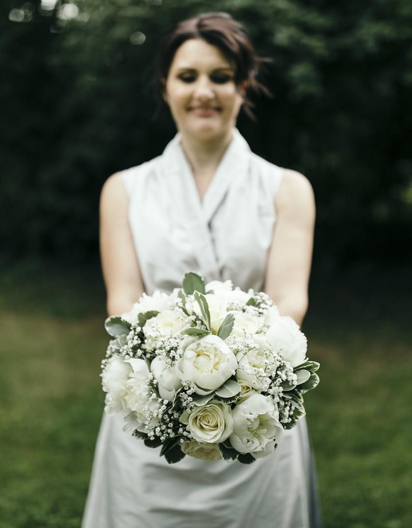 Bloomerei_Hochzeit_Brautstrauss_Pfingstrosen